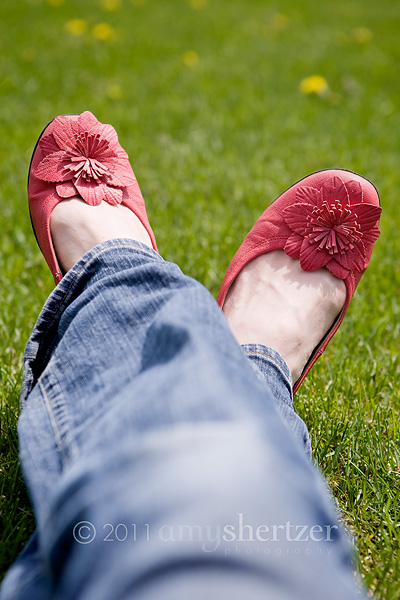 Pink ballet flats with a little flower are perfect to wear with jeans.